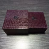 Flanneletteのペーパーが付いているカスタム熱い押されたロゴの宝石類のギフト用の箱