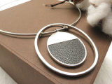 De zilveren Halsband van de Verklaring van de Kleur met Ronde Ovale Tegenhanger voor Vrouwen