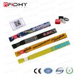 PVC札が付いている良質RFID 13.56MHzのNtag213によって編まれるリスト・ストラップ