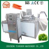 機械を白くし、調理している自動ケイタリング装置の野菜