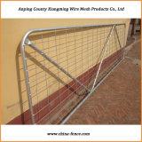 頑丈な電流を通された金属線の網の農場のゲート