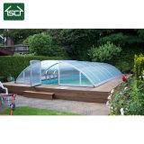 Couverture de piscine escamotable avec toiture en polycarbonate