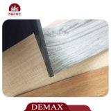 接着剤なしで緩く置く贅沢なビニールの板の床をインストールしなさい