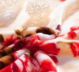 Couverture molle superbe d'ouatine de flanelle estampée par fleur