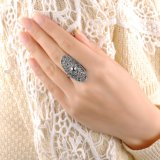 Nuevo anillo plateado cristalino Shaped oval popular de las mujeres del oro blanco