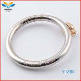 As cores Pantone Plating Anel Círculo liga de zinco para Hangbag caso (logotipo personalizado Y1860)