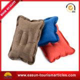 Almohada hinchable de color gris con desechables de uso