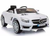 Малыши Мерседес SL63 лицензировали езду на игрушке автомобиля
