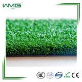 Verde ao ar livre e interno que ajardina a grama artificial para o campo do golfe