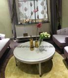 贅沢で白い木のコーヒーテーブルの端表