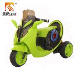 Conduite électrique en plastique de gosses de roues de lumière sur la moto
