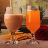 水およびジュースのための飲むガラスのコップ