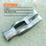 La mano del hardware della costruzione H-171 lavora il martello del tetto con la maniglia della vetroresina