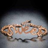 Koele Stijl met Gouden Armband van het Ontwerp van de Brief de Zoete voor Vrouwen