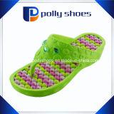 La spiaggia delle donne Colourful incunea i sandali di caduta di vibrazione di massaggio della piattaforma