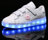 子供はスニーカー(214)スケートで滑る靴の子供LED Lightigの
