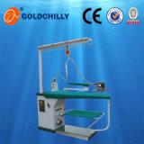 Équipement de blanchisserie industriel Blindage d'aspiration multifonctionnel Table de repassage à vapeur