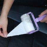 粘着性がある布のクリーニングは衣服のリントの除去剤に用具を使う