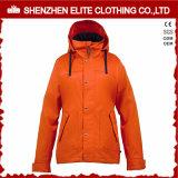冬の防水雪のジャケットの女性
