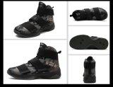 Paar-Basketball-Schuhe und laufende Aufladungen