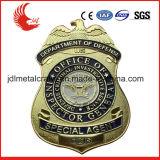 技術亜鉛合金の物質的な金属を切り分けて警察は記章を付ける