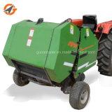 Gehen hinter Traktor-Mais-Silage-Gras-runde Ballenpreßmaschine