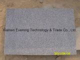 Mattonelle grige scure fiammeggiate poco costose del granito di G654 Padang per la pavimentazione esterna