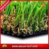 Césped sintetizado de la estera verde para el jardín al aire libre