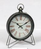 Reloj oxidado antiguo del metal del vector con el anillo de la pared