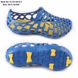 青いゴム製庭のエヴァのHoley障害物のHoley注入によって形成される泡の靴