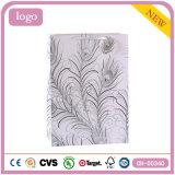 羽パターン白い方法洋品店のギフトの紙袋