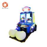 A boa renda caçoa a máquina de jogo da competência de carro para meninos dos miúdos a fichas