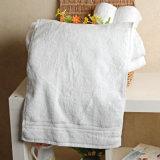 Выдвиженческая сторона гостиницы/домашних хлопка/рука/полотенце ванны