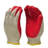 軽量の赤い平野が付いている乳液によって塗られた作業手袋は終わった