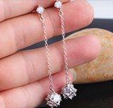 De Nagel van de Diamant van het Kristal van het zirkoon bengelt Zilveren Oorringen
