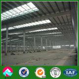 Taller de la estructura de acero con la pared de ladrillo