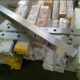 Metallarbeitsmesser in der Guillotining Zeile