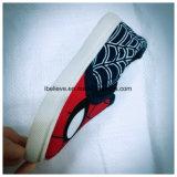 Обувь детей печатание человека спайдера с хорошим качеством и мягким Outsole удобными погулять
