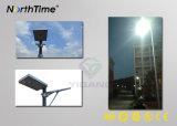 Controle esperto todo do sensor de movimento em uma luz de rua solar do diodo emissor de luz
