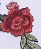Lacet hydrosoluble de broderie de connexion de fleur de qualité pour la décoration de vêtement