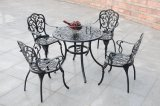 Стулы таблицы и рукоятки мебели сада