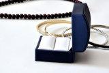 Vakje van het Document van het Fluweel van het Leer van de kwaliteit en van de Luxe het Plastic voor Cufflinks van de Oorringen van de Ring van de Zilveren bruiloft van Juwelen Gouden (Ys331)