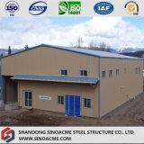Gruppo di lavoro di due piani prefabbricato della struttura d'acciaio con il baldacchino