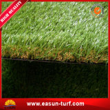 庭の装飾的な草のマットの泥炭