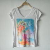 Les femmes grillent le dessus de T-shirt avec l'impression de Digitals