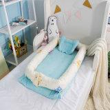 베개를 가진 유아 둥지 아이 아이들 아기 간이 침대