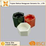 Insieme di ceramica lustrato bianco del supporto di candela di esagono