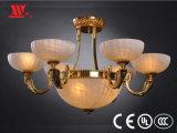 Nueva lámpara pendiente diseñada con las cortinas del vidrio helado
