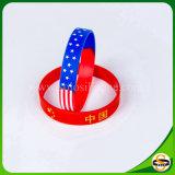 Silikon-Gummikundenspezifischer Wristband mit gedruckter Land-Markierungsfahnen-Tarnung