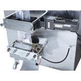 El agua pura de la máquina de llenado automático